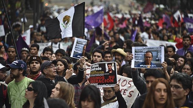 Gobernador de Guerrero envía a su mujer a afrontar a los padres de los normalistas