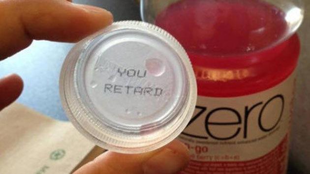 """""""Usted retrasada"""": Coca-Cola 'insulta' a una canadiense en una tapa"""