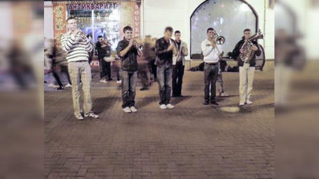 Un paseo nocturno por un Moscú cumpleañero