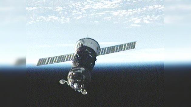 El Soyuz TMA-19, acoplado por primera vez al módulo 'Rassvet'