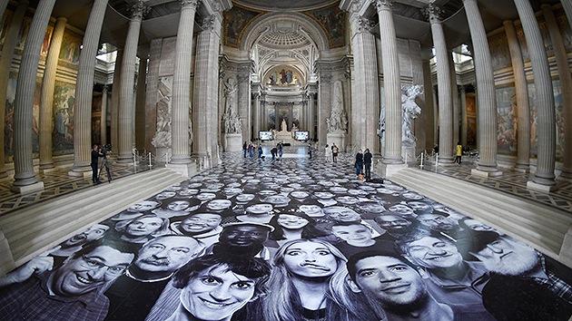 El experimento más populoso de 'selfies': 4.000 caras llenan el Panteón de París