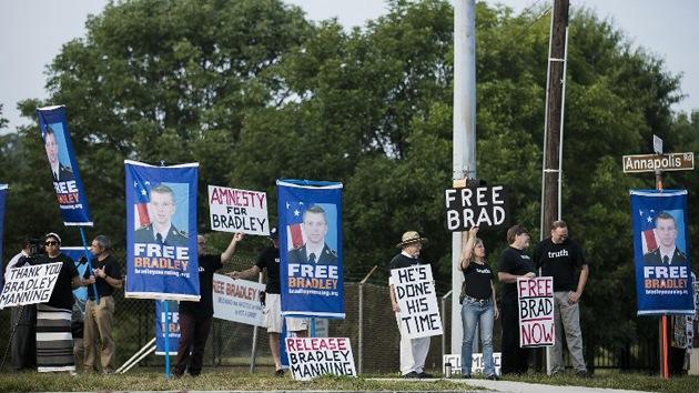 """Defensa de Manning: """"Presentaremos una solicitud de indulto a Obama"""""""