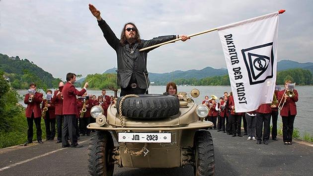 Arte controvertido: Absuelven a un artista alemán tras hacer un saludo nazi