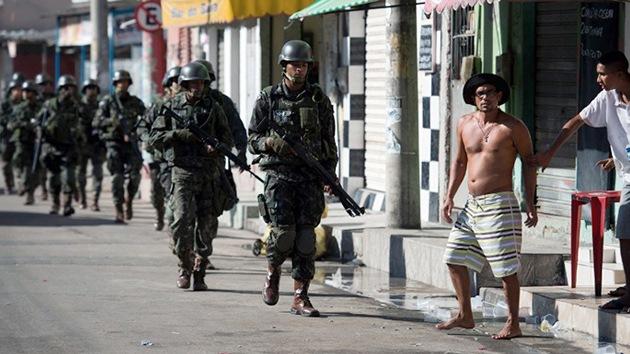 Policía y Ejército lanzan una redada en un barrio de favelas de Río de Janeiro