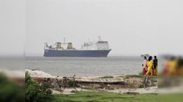 Pakistán protesta por el arresto de un buque cargado con armas por la India