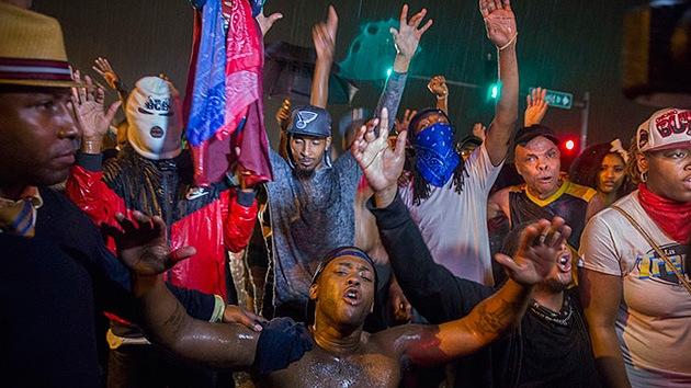 Prorrogan el toque de queda en Ferguson de forma indefinida para sofocar las protestas
