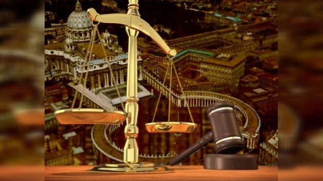 ¿La ley es para todos? La Santa Sede recibe divertida una denuncia contra el Papa