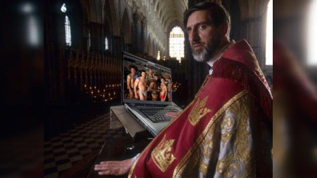 'Aparecen' fotos gays en una presentación de un religioso sobre la comunión