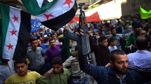 """Diplomático sirio: """"Británicos y franceses apoyan a Al Qaeda"""""""