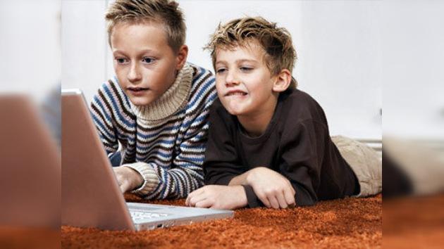 Internet es nocivo para niños de familias pobres
