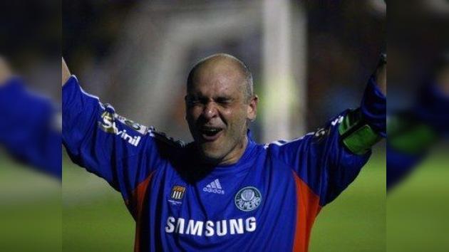 El mítico portero 'San Marcos', campeón del Mundial 2002 con Brasil, deja el fútbol
