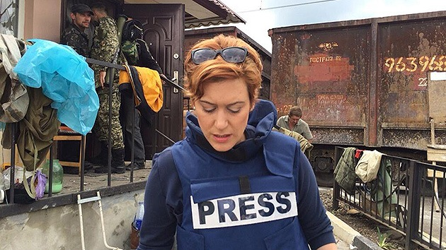 Una reportera de RT se encuentra en medio del combate en el este de Ucrania