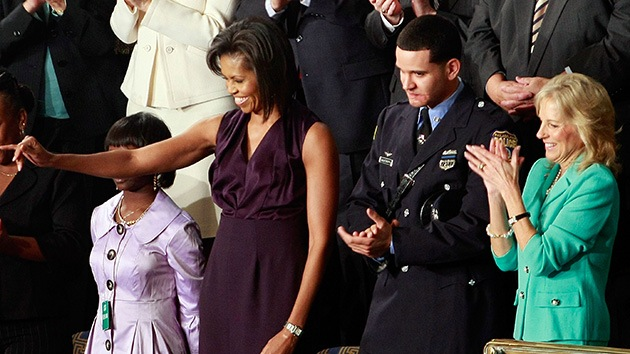 De héroe a villano en cuatro años: Detienen a huésped de honor de Obama por violación