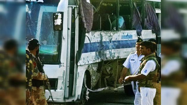 Al menos 12 personas murieron en varios atentados contra autobuses en Pakistán