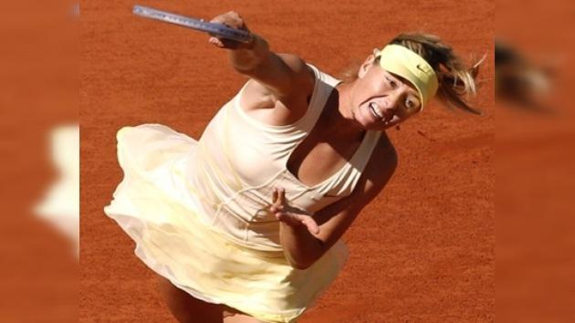 María Sharápova clasifica a octavos de final del Roland Garros