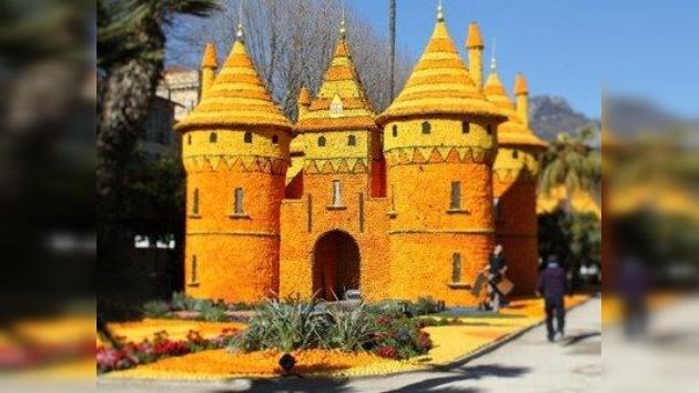 Francia: Fiesta del Limón con casas de naranjas y animales de toronjas