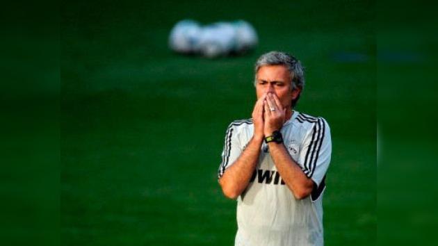 José Mourinho acumula 400.000 dólares en multas