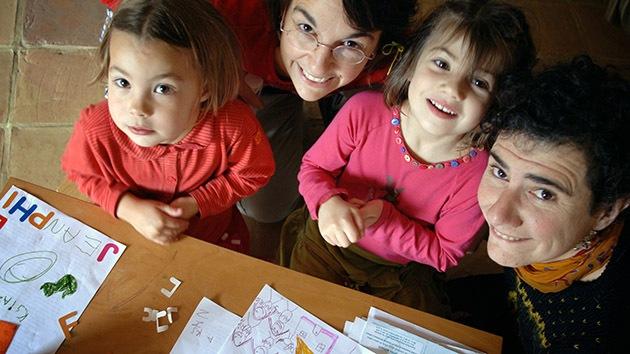 El Parlamento francés aprueba los matrimonios gay y les permite adoptar hijos