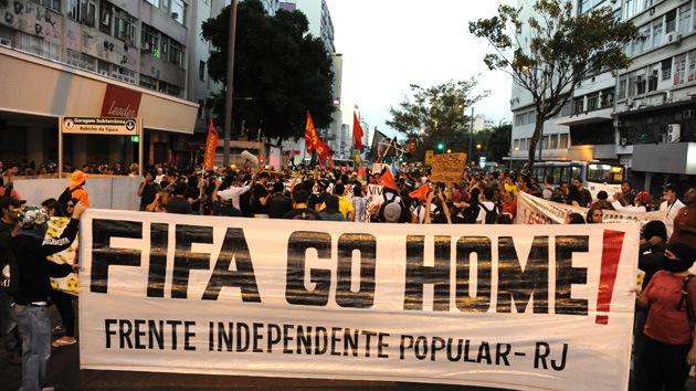 Impactante fotografía muestra por qué hay brasileños enfadados por la Copa del Mundo