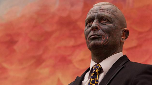 Un candidato cubierto de tatuajes pone 'color' a la campaña presidencial checa