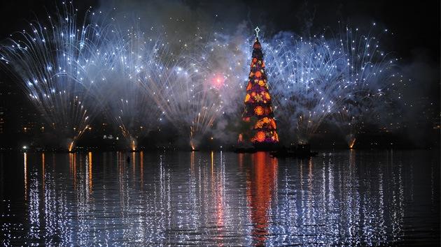 Fotos: Río de Janeiro enciende el árbol de Navidad flotante más grande del mundo