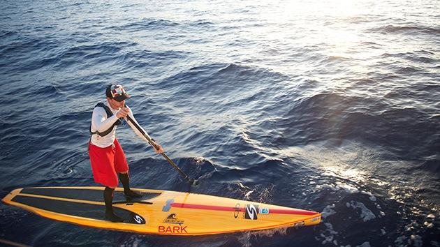 Fotos: Un hombre cruza desde Cuba a EE.UU. sobre una tabla de surf