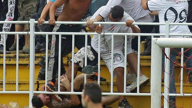 Video: Fuertes choques en Brasil entre hinchas del Vasco da Gama y el Paraenense