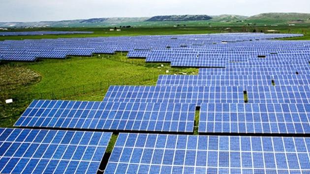 Perú inaugura la primera central eléctrica de energía solar en Sudamérica