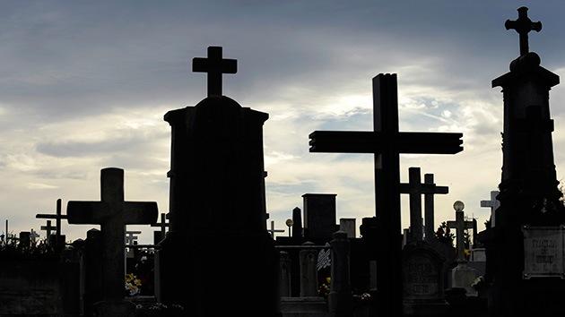 Una familia sueca encuentra una lápida de casi 200 años en el salón