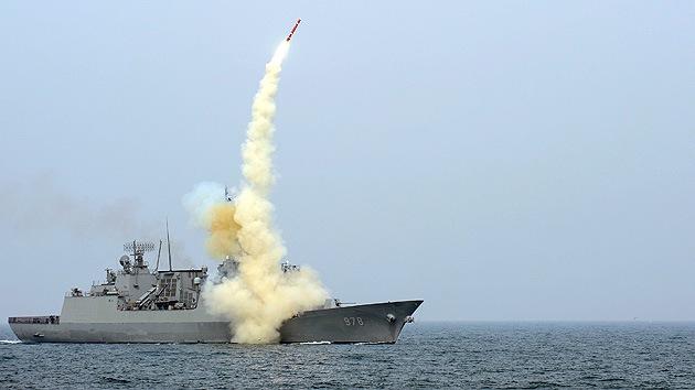 Corea del Sur realiza ejercicios con fuego real cerca de las islas en disputa