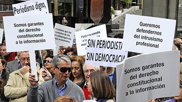 Los periodistas españoles en pie de guerra