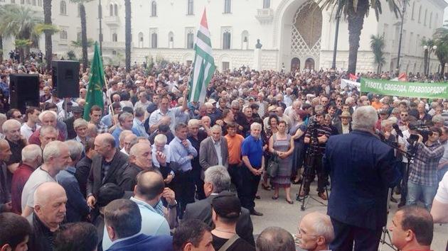 Protesta en Abjasia: opositores asaltan el edificio de la Administración presidencial