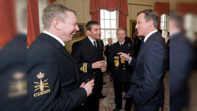 El premier británico adornó su casa con una vaina de un proyectil disparado en Libia