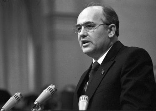 La trayectoria política de Mijaíl Gorbachov en imágenes