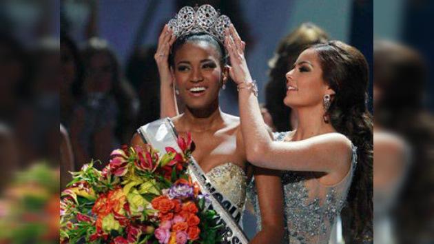 La angoleña Leila Lopes se alza con la corona Miss Universo 2011