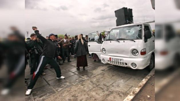 Frustrado su discurso en Osh, ex líder kirguís abandona el país