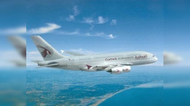 Avión de Qatar Airways aterriza de urgencia por muerte de su capitán