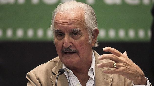 """El FBI vigiló al escritor Carlos Fuentes durante 20 años por ser un """"comunista subversivo"""""""