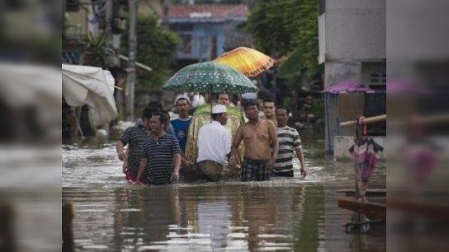 Más de 100 víctimas mortales por las inundaciones en Tailandia