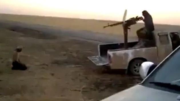 """Rebeldes islamistas en Siria muestran """"la manera más rápida"""" de decapitación"""