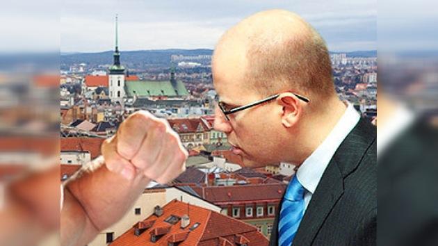 Un político checo es agredido en la cara durante un mitin
