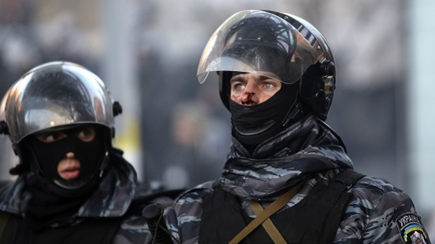Autorizan a las Fuerzas de Seguridad en Kíev a usar armas de fuego para defenderse