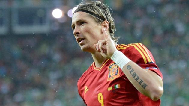 España recupera su juego y sentencia a Irlanda