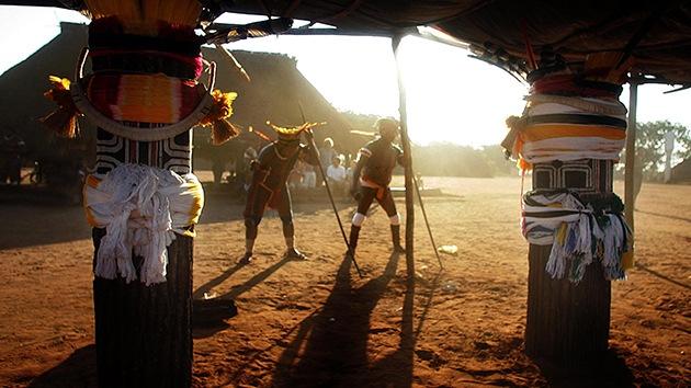 FOTOS: Indígenas desnudan a madereros ilegales y los echan de la Amazonia