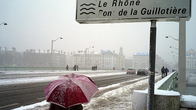 El frío y las epidemias aumentan los índices de mortalidad en Francia