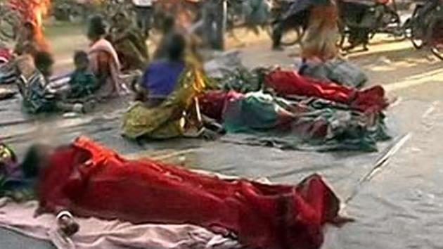Video: Dejan en la calle a más de 100 indias tras una esterilización en masa
