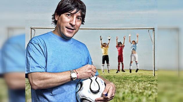 """Iván """"Bam Bam"""" Zamorano dio clase magistral de fútbol a niños de los Urales"""