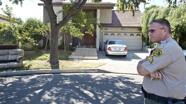 Los familiares del presunto autor de película antimusulmana huyen de su casa