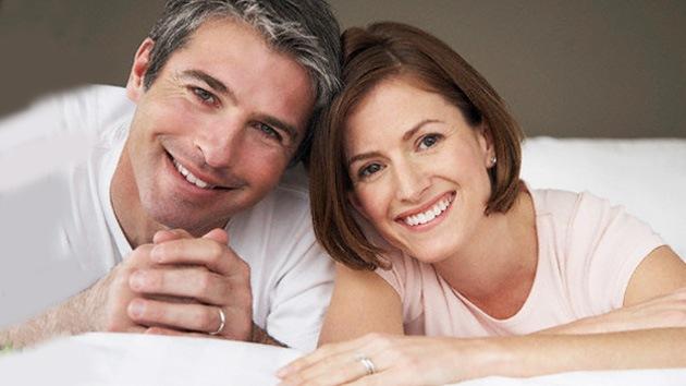 El matrimonio protege contra el descenso de la felicidad