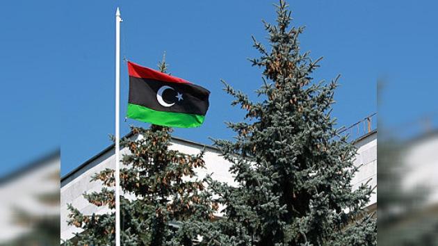 La Embajada libia en Rusia iza la bandera del CNT